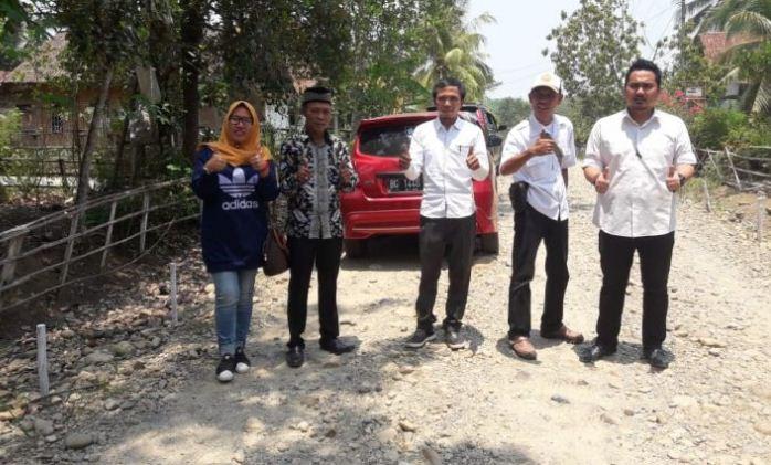 Gambar Saat Titik Nol Pembangunan Cor Beton Akses Jalan Dalam Desa Tri Karya, Kecamatan Megang Sakti, Kabupaten Musi Rawas.